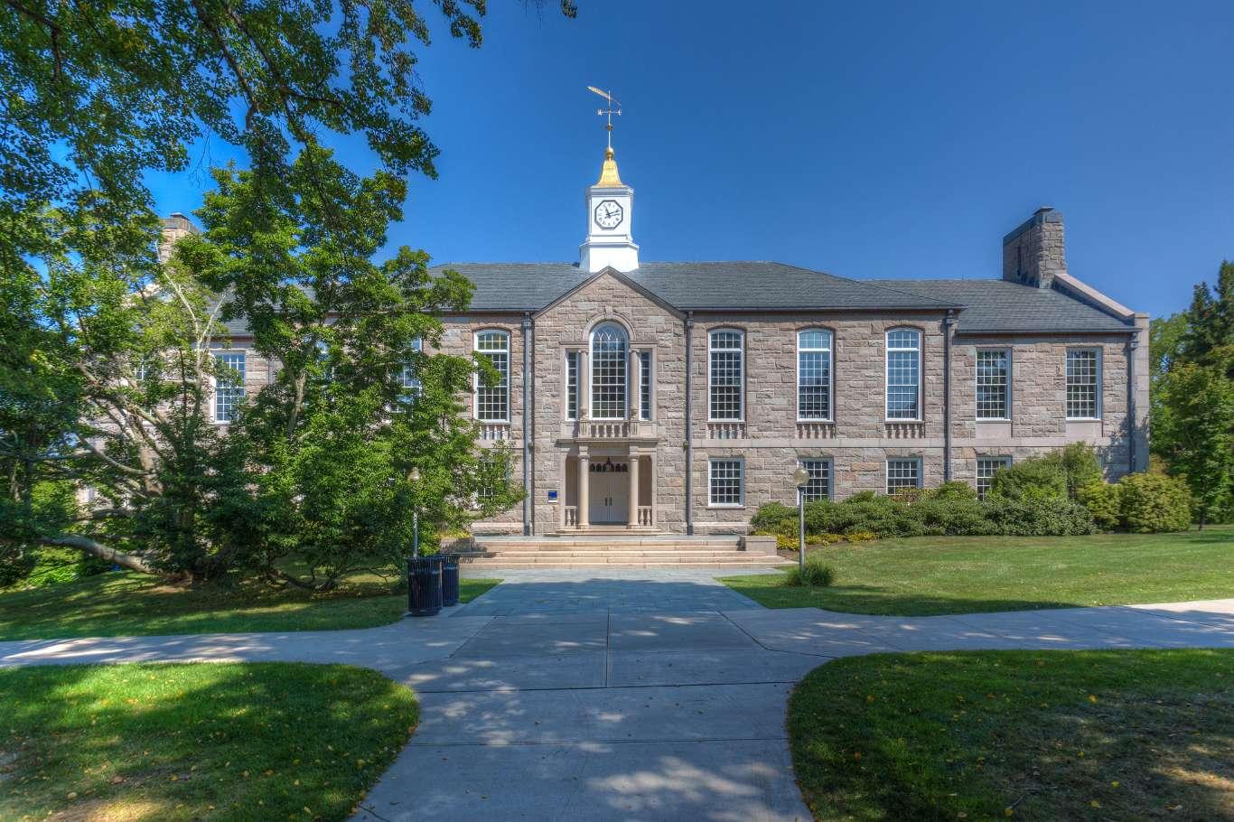 University Of Rhode Island >> Experience University Of Rhode Island In Virtual Reality